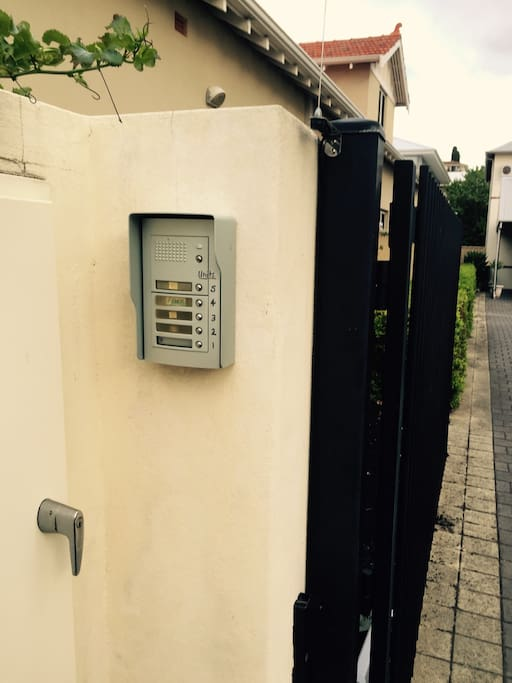 Intercom to townhouse - just buzz me
