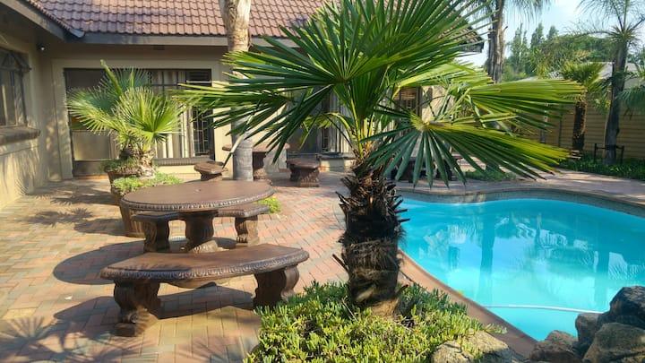 Nkwasi Lodge Parys B&B