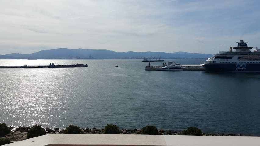 Sunny Harbour View 2 bed apt - Gibraltar - Apartment