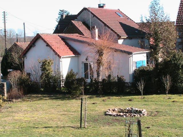 LOCATION DE VACANCES - Aubusson - Hus