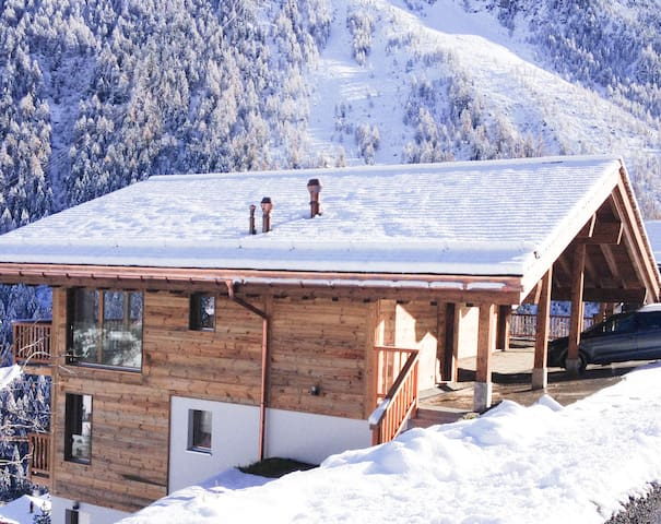Large chalet in a commanding position