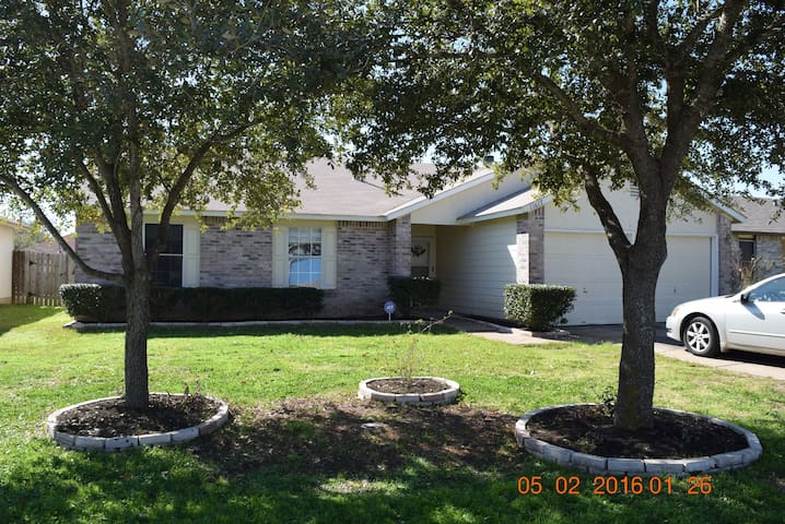 Ranch 3 bedroom, office, 2 bath - Austin - House