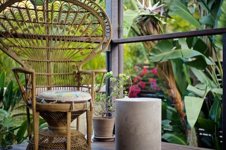 Private Room for 2 with Tropical Garden and Spa - Annerley - Ház