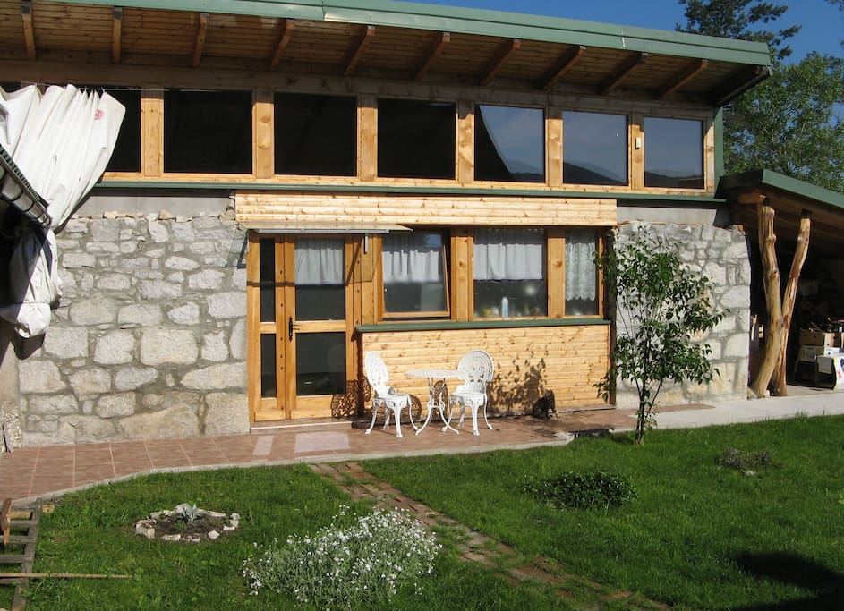 Charming wood stone house flats for rent in pla ki karlovac county croatia - Wood and stone house plans a charming symbiosis ...