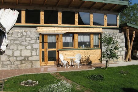 Charming wood/stone house - Plaški - Квартира