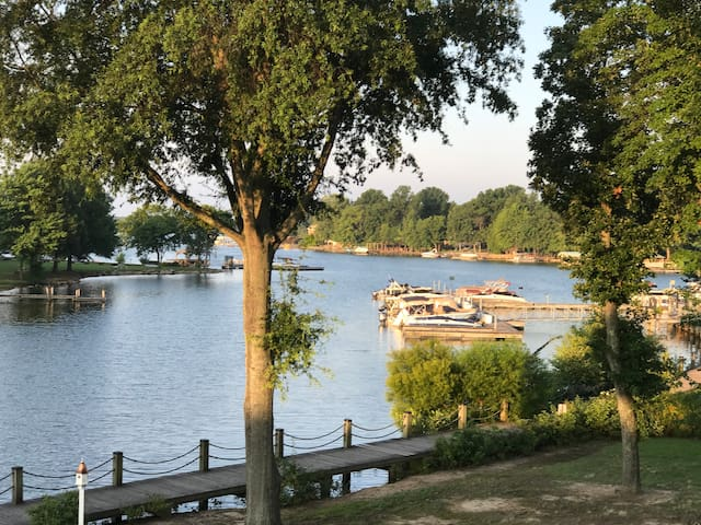 5 Star Luxury Lake Norman Waterfront Condo w/Pool!