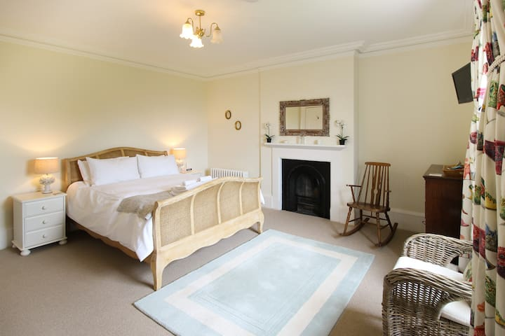 Preston House Bed & Breakfast - King Room