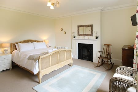 Preston House Bed & Breakfast - King Room
