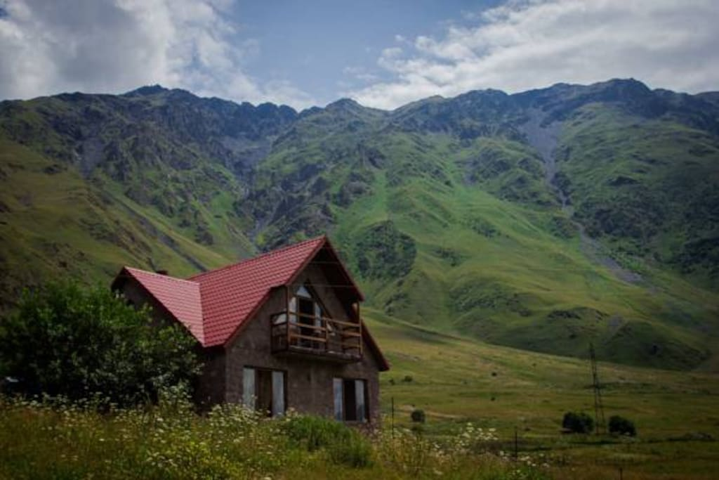 Kazbegi mountain house houses for rent in stepantsminda for How to become a builder in ga