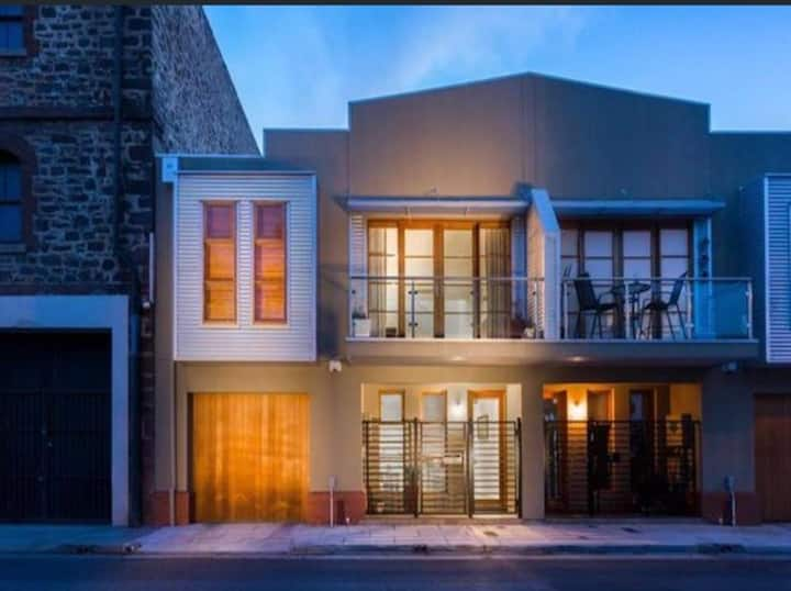 Historic Pt Adelaide - 3 bedrooms/2 bathrooms