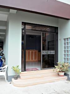 LFH Promenade Studio#2