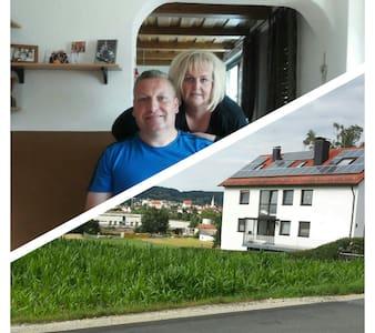 Schöne Wohnung mit Terrasse am Hang gelegen - Altenkunstadt