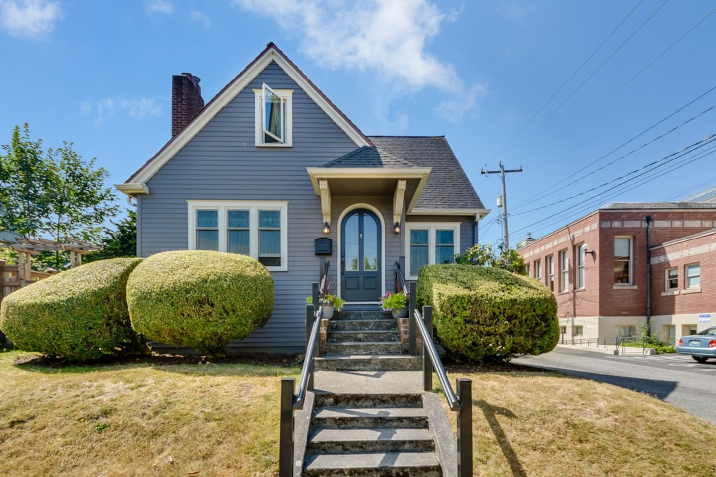 1920s Charming Tudor in prestigious area of West Seattle