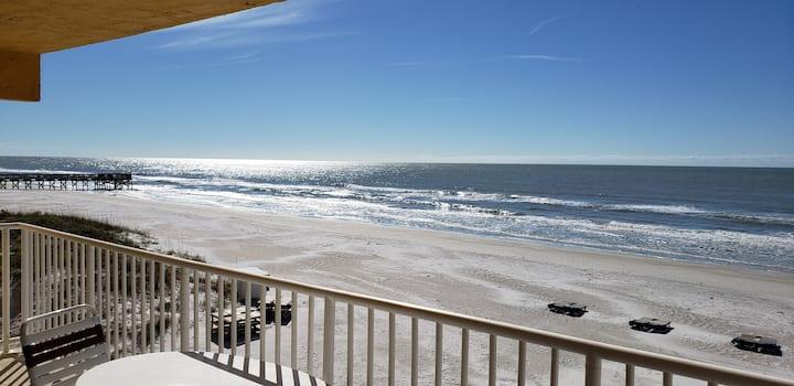 180 degree Direct Beachfront - Recent renovation!