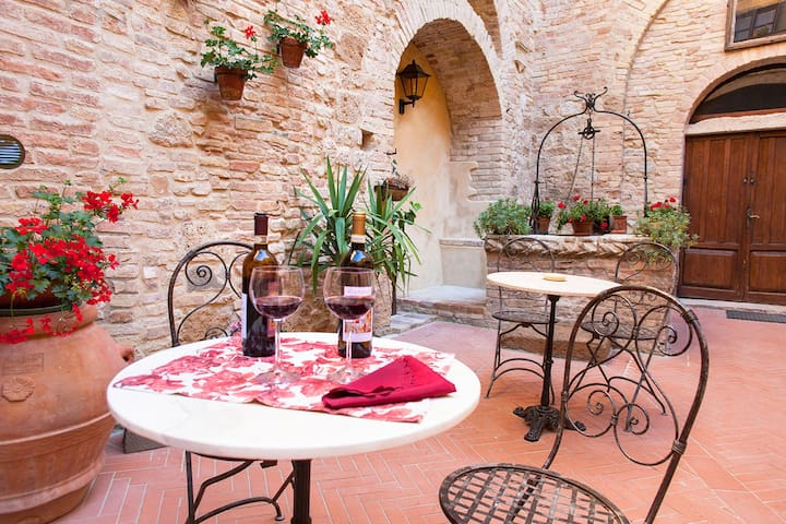 Wine tasting Chianti  in  patio / courtyard in Palazzo Buonaccorsi.