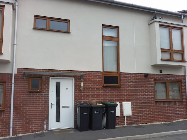 Modern double room with en suite. - Chippenham