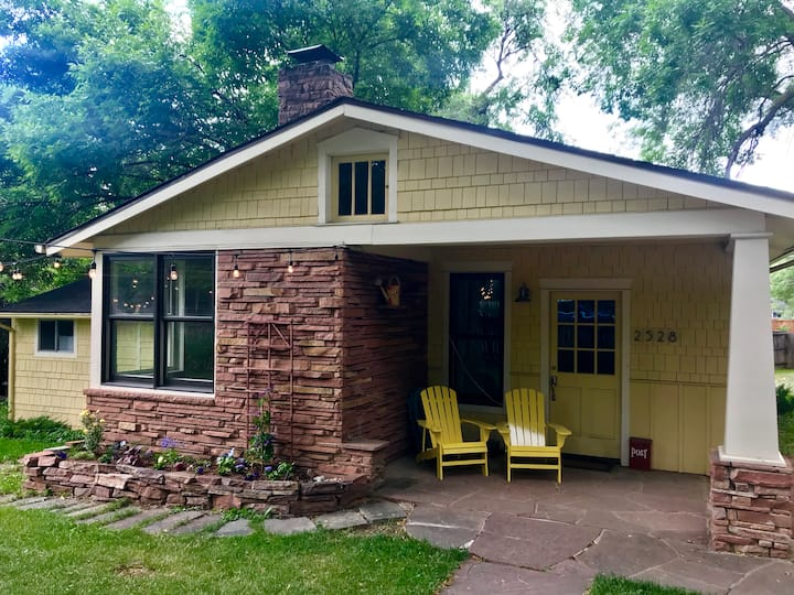 Charming Craftsman bungalow, downtown but private