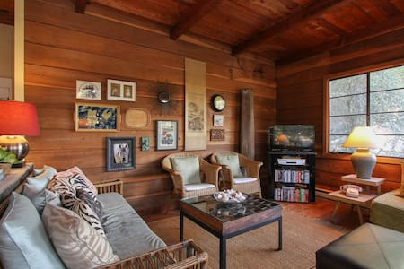"Relaxing ""Hillside Lodge"" Sleeps 4 - Guerneville - Casa"