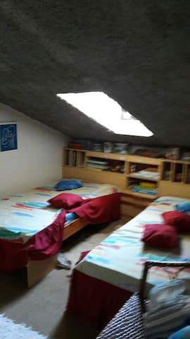 Quarto com duas camas individuais - Batalha - Dům