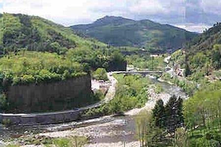 Maison au bord de l rivière, station thermale/ski - Pont-de-Labeaume