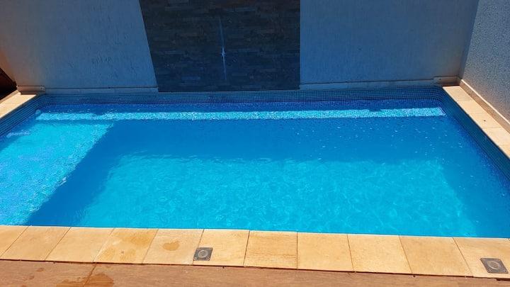 Casa nova e moderna com piscina e varanda gourmet