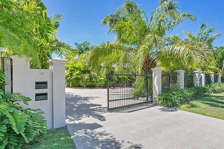 2 Bedroom Beachside House - Kewarra Beach
