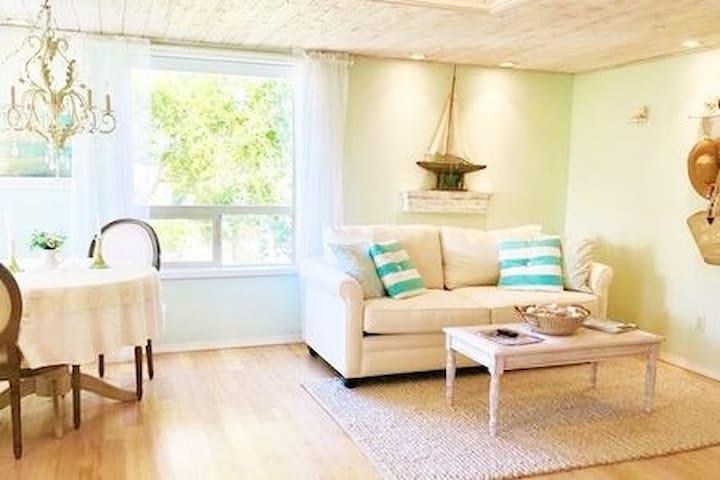 Romantic, Ocean View, Designer Beach Cottage