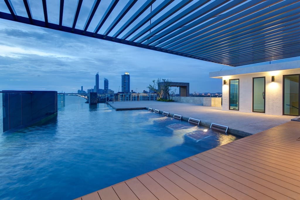 Enjoy spectacular views over Jomtien and Pattaya Bay on the rooftop infinity swimming pool and sundeck