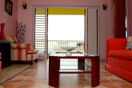 Komichii Villa - Relaxing Kingston Seaside Oasis - Kingston
