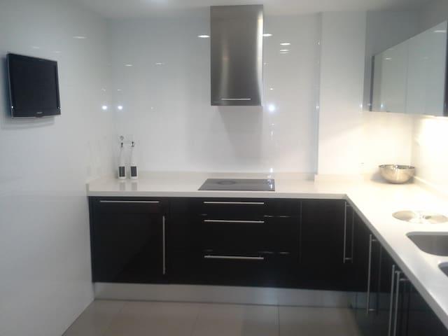 Habitación privada en piso reformado. Buena zona. - València - Lägenhet
