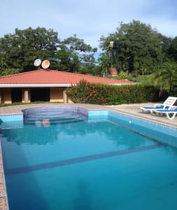 House with the pool in unique place - Nambí de Nicoya