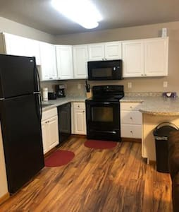 SPACIOUS 2 bed, 1 bathroom homey unit in Beulah!