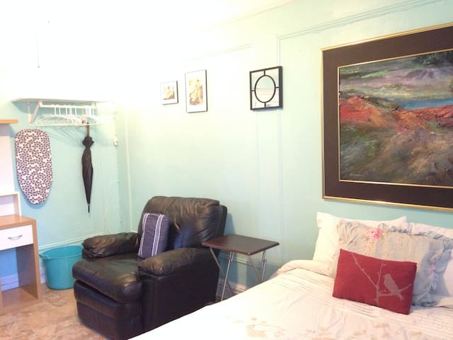 Large Cheerful Private Bronx Room for Med Students