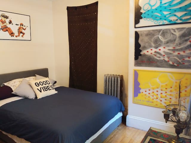 HARVARD/MIT - Artist's Pad in Central Sq (Room B)