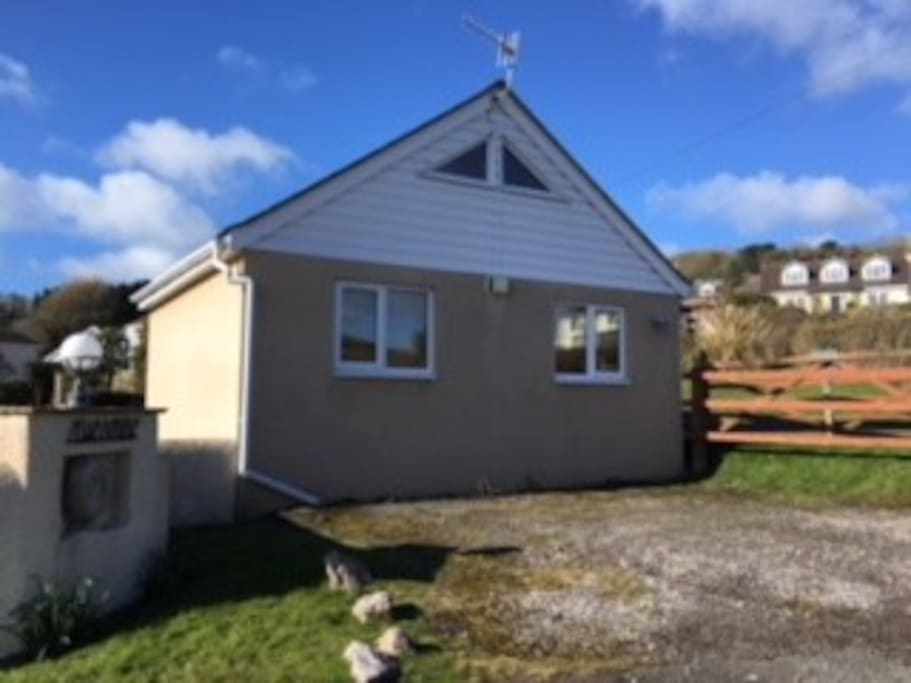 Annexe front and parking for two