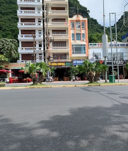CATBA CENTRAL HOTEL 6 . Is near by the cat co 1,2,3 beaches . Near the ferry and bus station in the central of tourism of catba town .