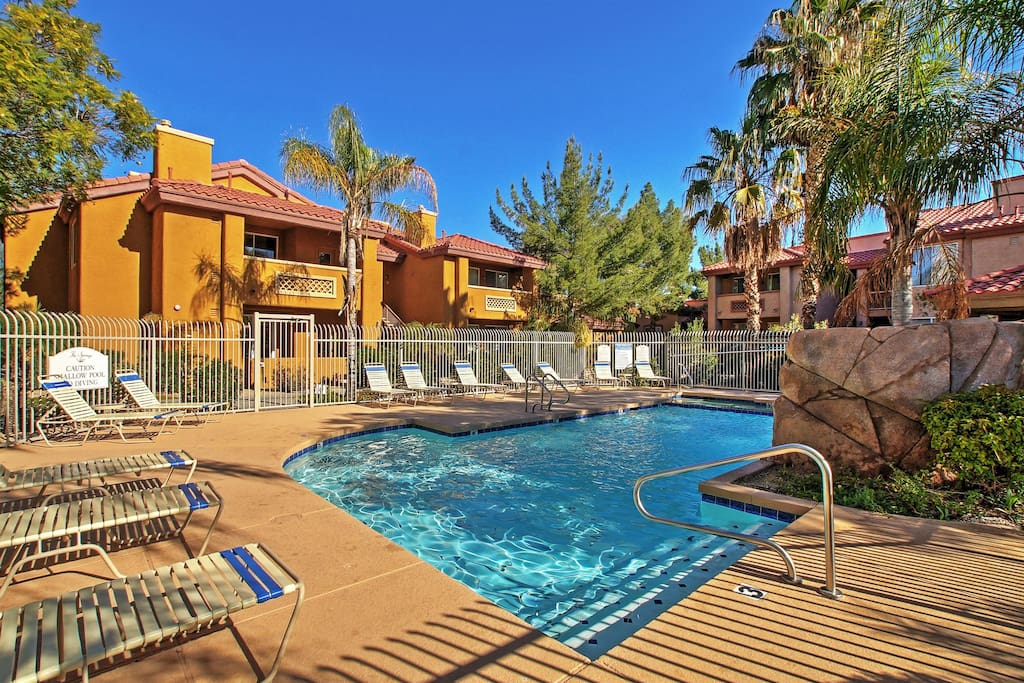 This unit is only steps away from the community pool and hot tub!