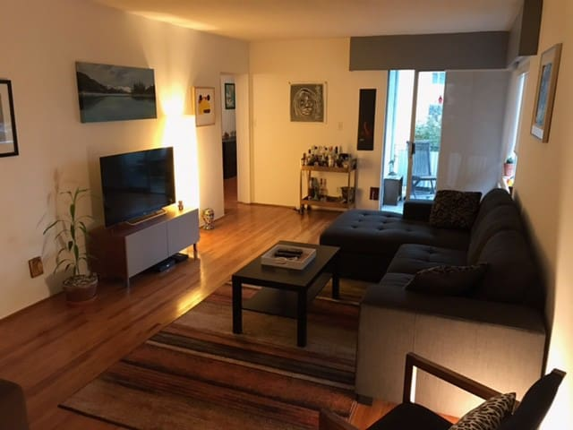 Cozy South Granville 1 Bedroom - Vancouver