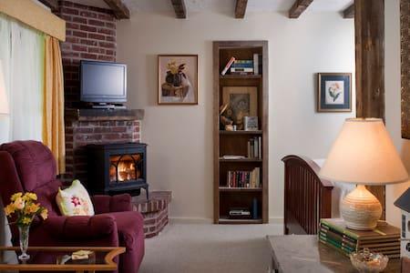 Inviting Garden Room @ West Hill House B&B - Warren - Bed & Breakfast