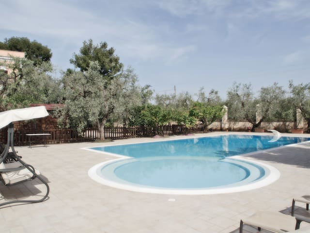 Villa Sanvito: villa with private pool in Trani - Trani - Villa