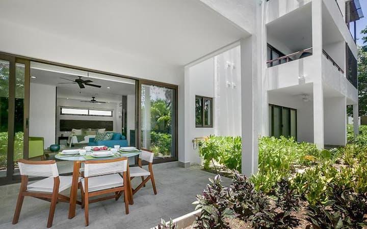 Perfectly Romantic Loft! Access to Resorts* - Near beaches, cenotes & more!