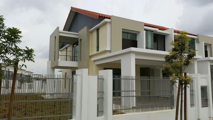 2 storey terrace corner lot