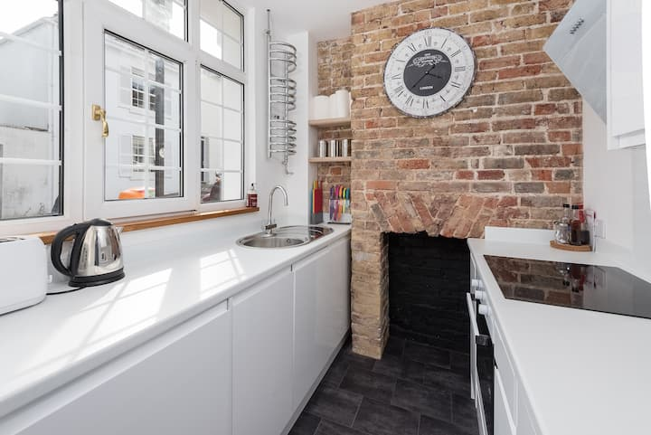 Stunning Boutique Victorian Townhouse Central Btn