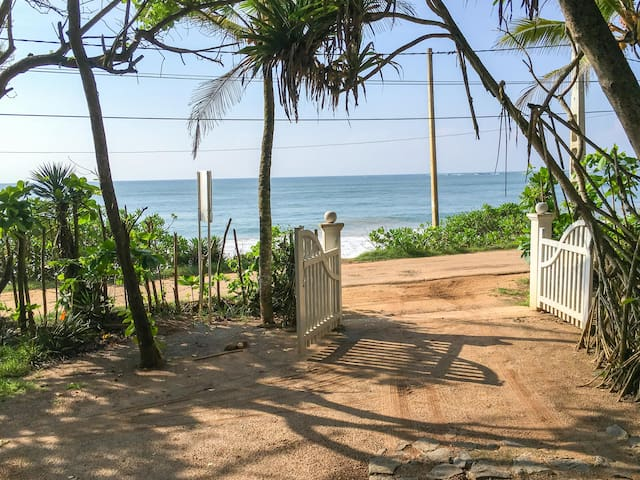 Family bungalow, beach, kitchen, indoor garden