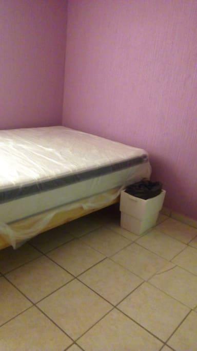 recámara con cama matrimonial