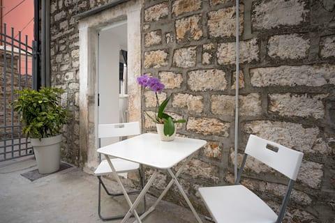 Lotti's Pretty Apartment In The Old Town