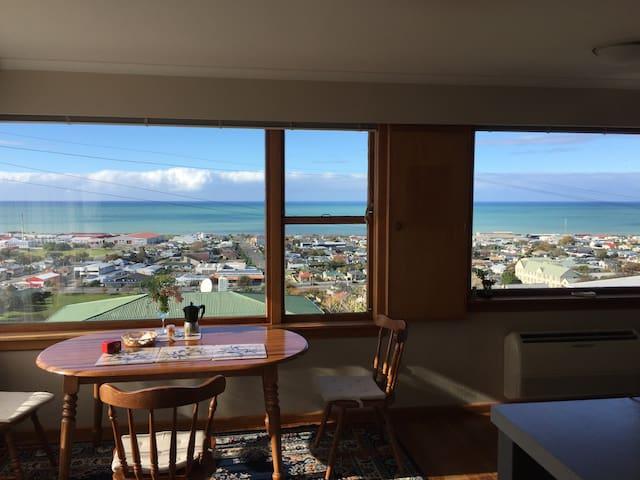 Wairangi Seaview House  企鹅小镇海景别墅