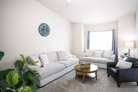 Welcoming 3 Bedroom Private home centrally located