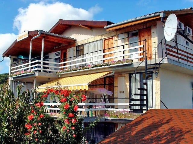 Cozy Suite In Charming Villa Overlooking The Sea