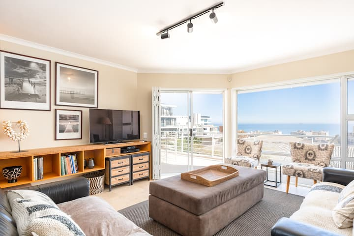 Serene Seapoint Charm with BBQ, Balcony & Parking